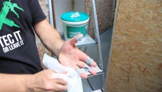 Čišćenje ruku sa Powerwipes maramicama