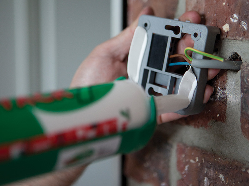 Nanošenje X-Tack-a na termostat