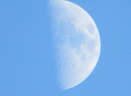 Bulan Senyum (Moon Smile)