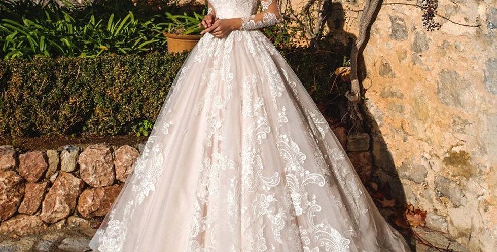 Long Sleeve Vintage Scoop Neck Appliques Court Train Tulle A Line Bridal Gown