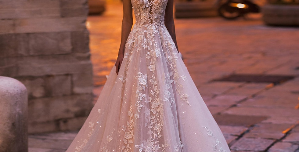 Backless Lace Princess Wedding Dress Appliques Beaded Flowers Court Train