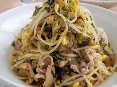白ご飯のおかず♡【レシピ】豚こまと豆もやしの高菜炒め