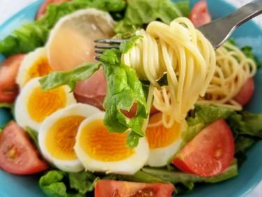 ランチにピッタリ♡【レシピ】野菜たっぷり!市販ドレッシングでサラダスパゲティ