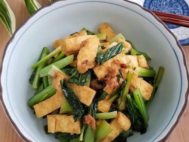 うっとおしい梅雨時期の食卓【レシピ】小松菜とお揚げの梅炒め #らっきょう の話付き