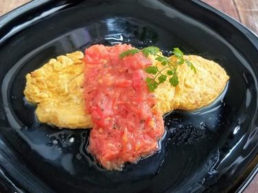 【レシピ】レンジで1分!トマトソースdeオムレツ