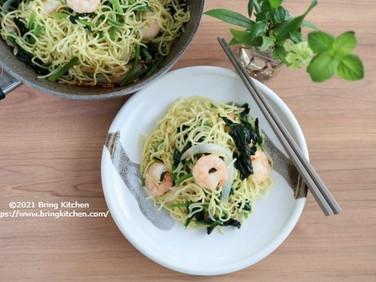 野菜を食べよう!【レシピ】たっぷりほうれん草とプリプリ海老の焼きそば