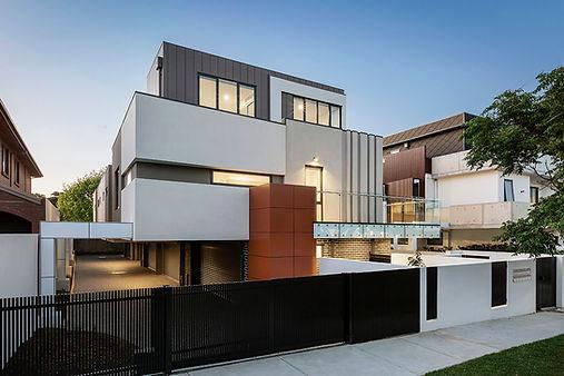 modern-house-facade-C8VH66F.jpg