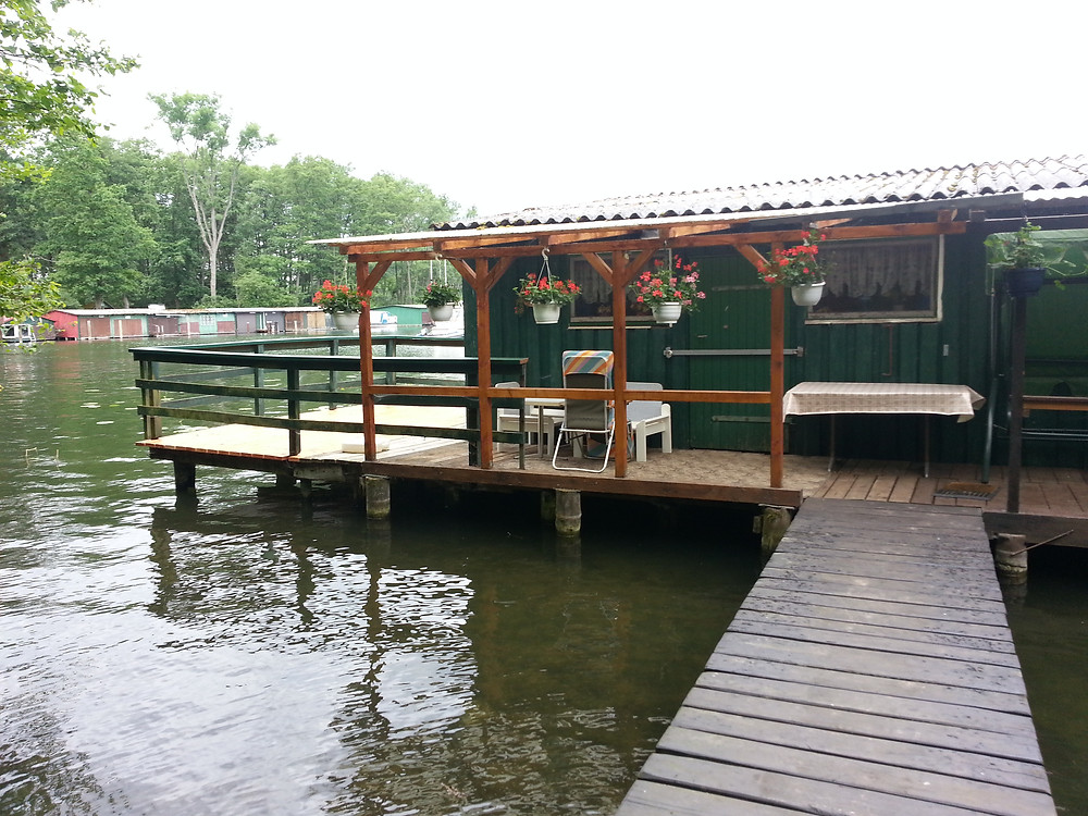 ein Bootshaus am Plauersee