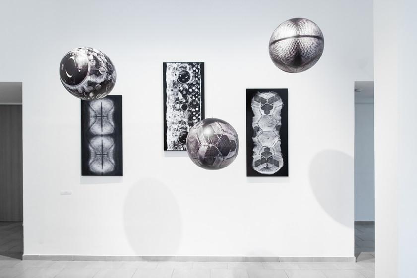 """Szférák / Az installáció a Bükki Művésztelep """"Tizenegy"""" című kiállításán volt látható / MANK Galéria, Szentendre, 2019"""