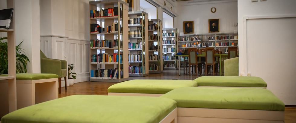 ÁTE Könyvtár bútorzat