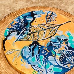 gold-leaf-on-round-canvas