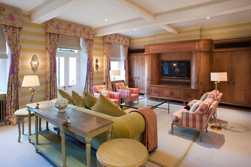 Snug lounge.jpg