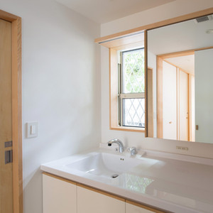 miyake-house-lavatory.jpg