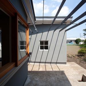 sato-house-outsideliving.jpg