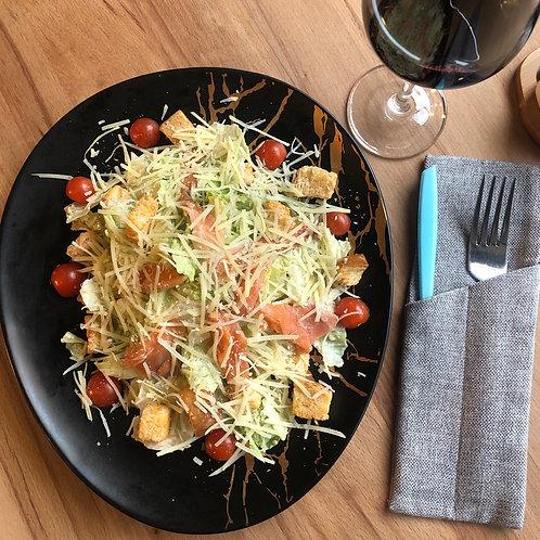 Свежий салат с сёмгой