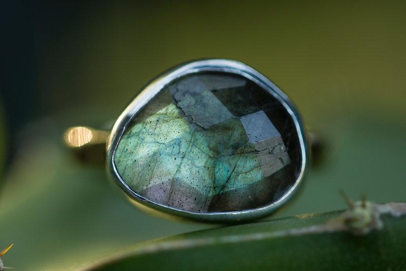Rosecut Labradorite Ring