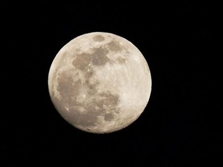 NASA confirma moléculas de água na superfície da Lua