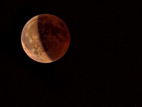 Eclipse e superlua acontece ao mesmo tempo nesta madrugada