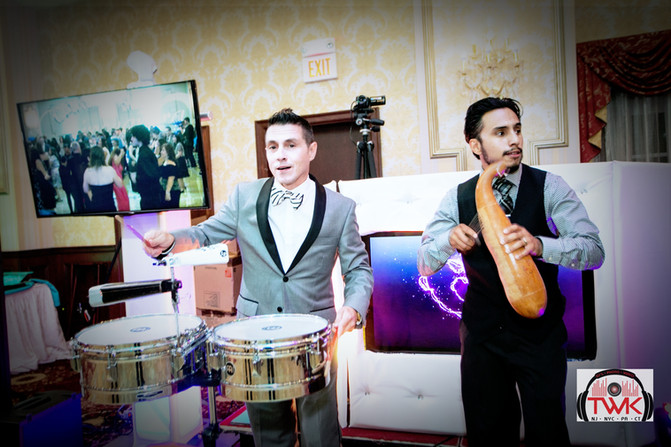 Latin DJ & MC | Bilingual Spanish and English wedding entertainment - Wedding advise.