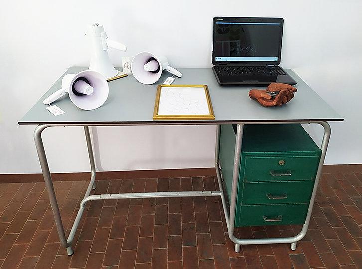 scrivania per web .jpg
