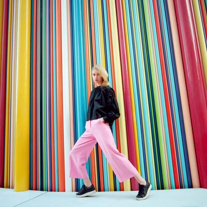 Tendência da moda 2020/21 no hemisfério norte chega confortável e com releitura da geração hippie.