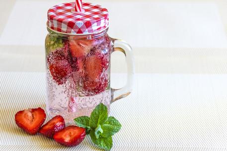 Eau detox fraise, menthe et citron