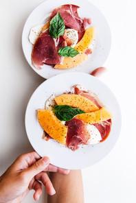 Assiette de melon, jambon cru et mozzarella