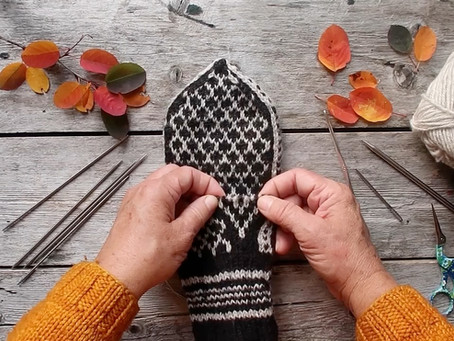 Week 5 - Lesson - Selbu Mitten Thumbs