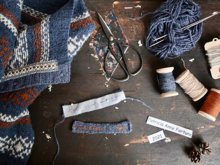 Kofte Course - Sewing ribbon onto a knitted casing + creating my merkelapp