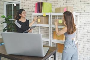 Four Backdrop Ideas For Your Next Virtual Trade Show