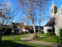 Eglise et mairie de Le Saint