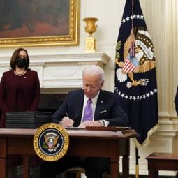 Joe Biden signe un décret permettant aux athlètes transgenres de concourir avec les femmes