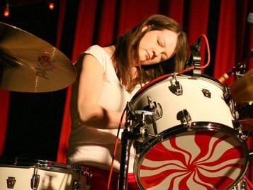 Silenciosa, ermitaña e indiferente el éxito de Meg White, la batería de The White Stripes.