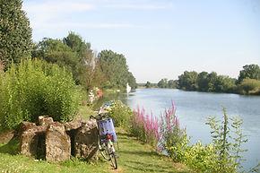 La Charente et les activités liées à ses villes