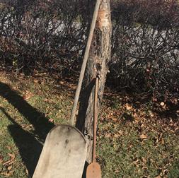 2 pelles en bois 56 et 33 pouces hauteur
