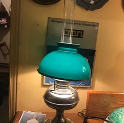 Lampe à l'huile Aladdin qui a été électrifiée