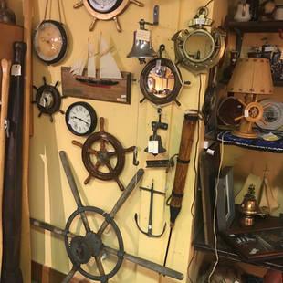 Beaucoup d'objets maritimes