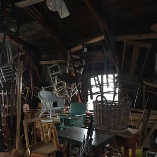 Plusieurs  chaises de différents modèles