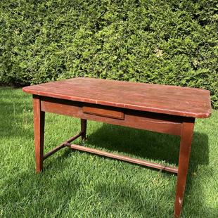 Table  à traverse 44 par 30 pouces hauteur 25 couleur d'origine