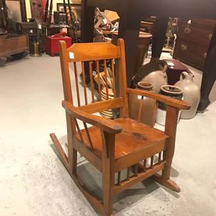 Belle petite chaise berçante pour enfant année 50