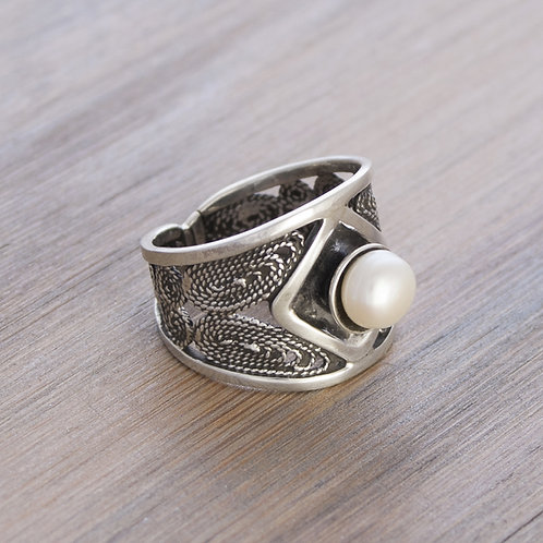 Ornate Filigre Pearl Ring