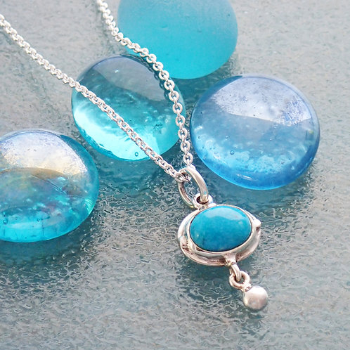 Delicate Necklace with Oval pendant
