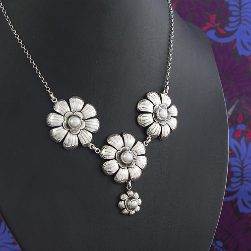 Pearl and Flower Necklace
