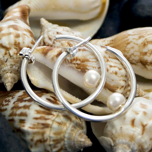 Small Hoop with Pearl