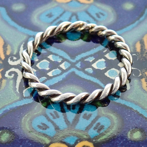 Tight twist ring