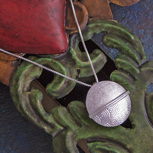 Textured Circle Pendant Necklace
