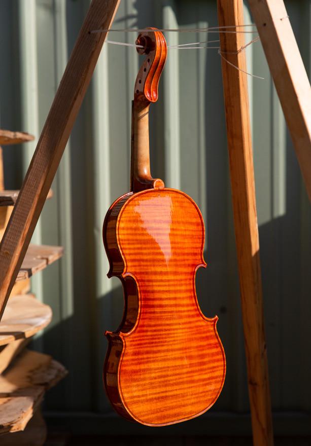 林殿威製作小提琴