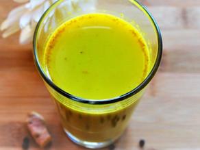 Goldene Milch mit Ingwer und Kurkuma