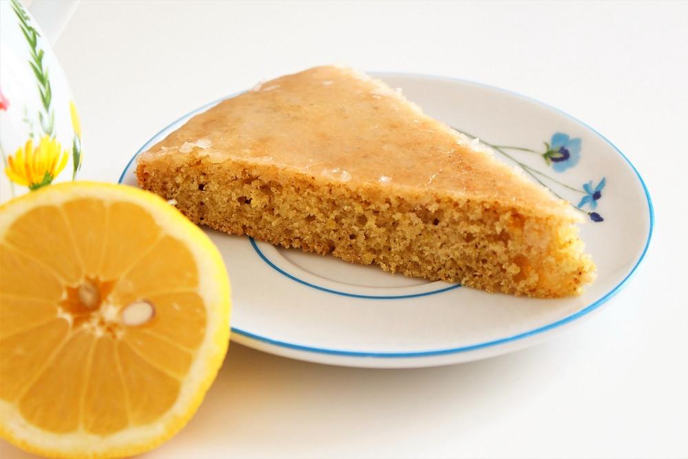 veganer Zitronenkuchen mit Zuckerglasur