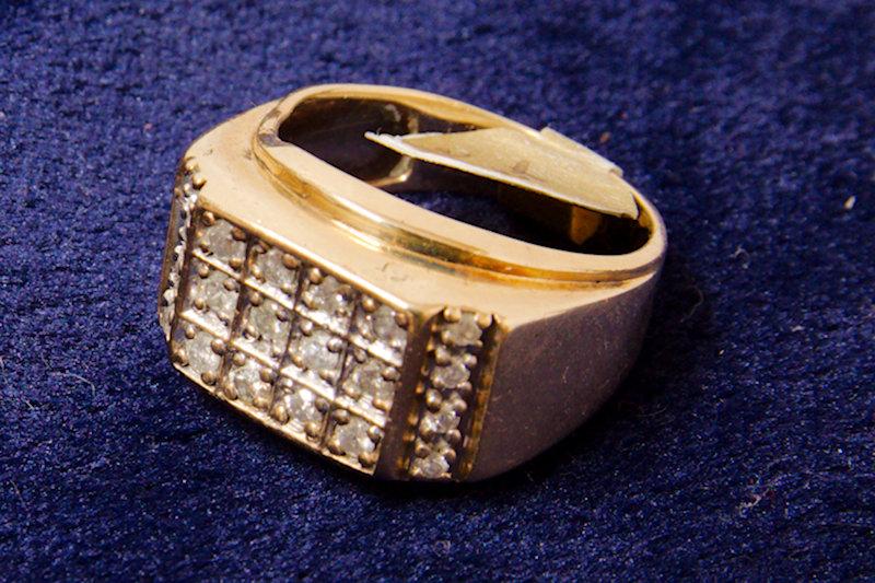 10kt Gold 18 diamond Ring size 6.5